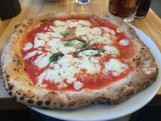 Äkta napolitansk pizza på Pane Fresco Åhlens City